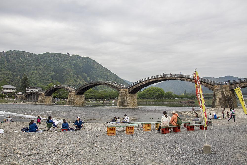 Drawing competition at Kintai-Kyo Bridge