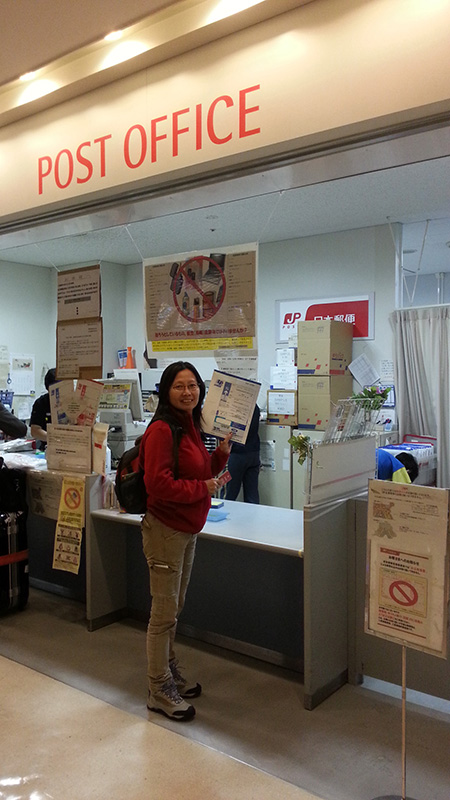 Picking up the mobile router at Narita Airport Post Office