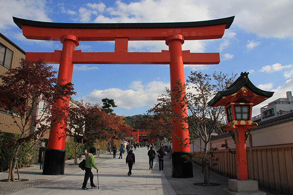 The first torii gate into Fushimi Inari-taisha Shrine (mapcode: 7 468 607*66)