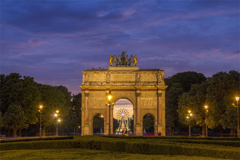 """""""Blue"""" hour at Carrousel Arc de Triomphe"""