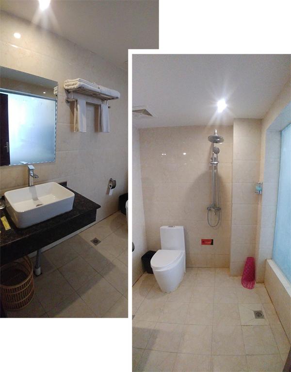 Ensuite Toilet Twin Room at马尔康绒城酒店