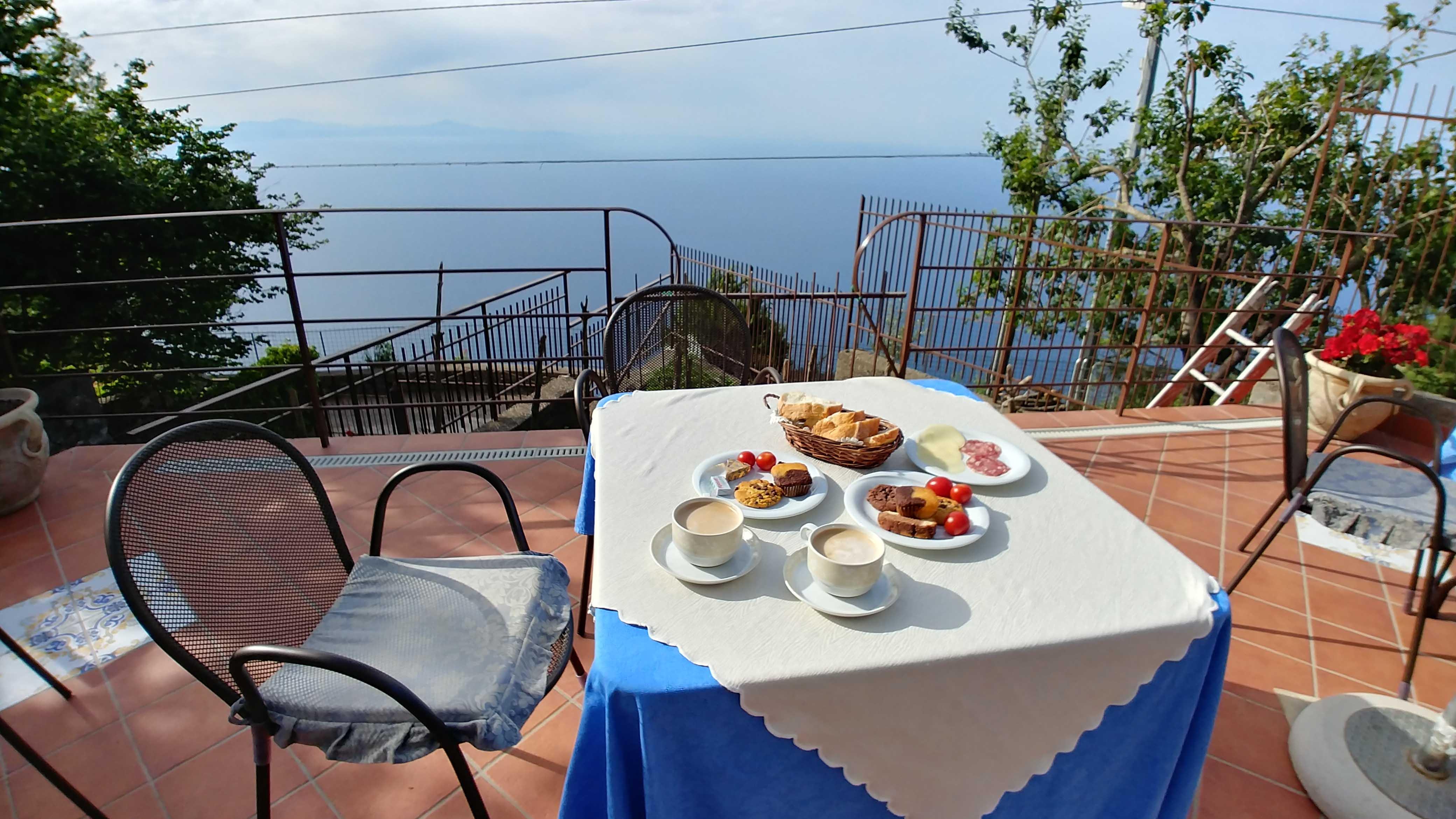 Breakfast at Nido Degli Dei