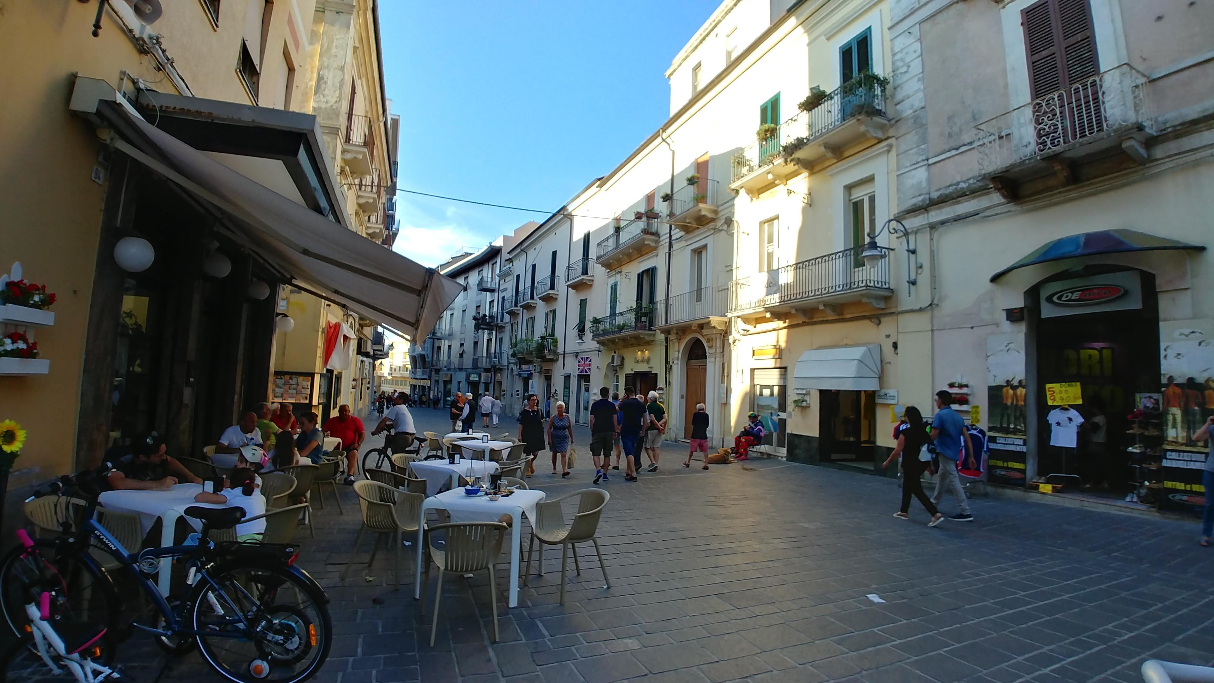 Pedestrian walk along Corsolo Vittorio Emanuelle