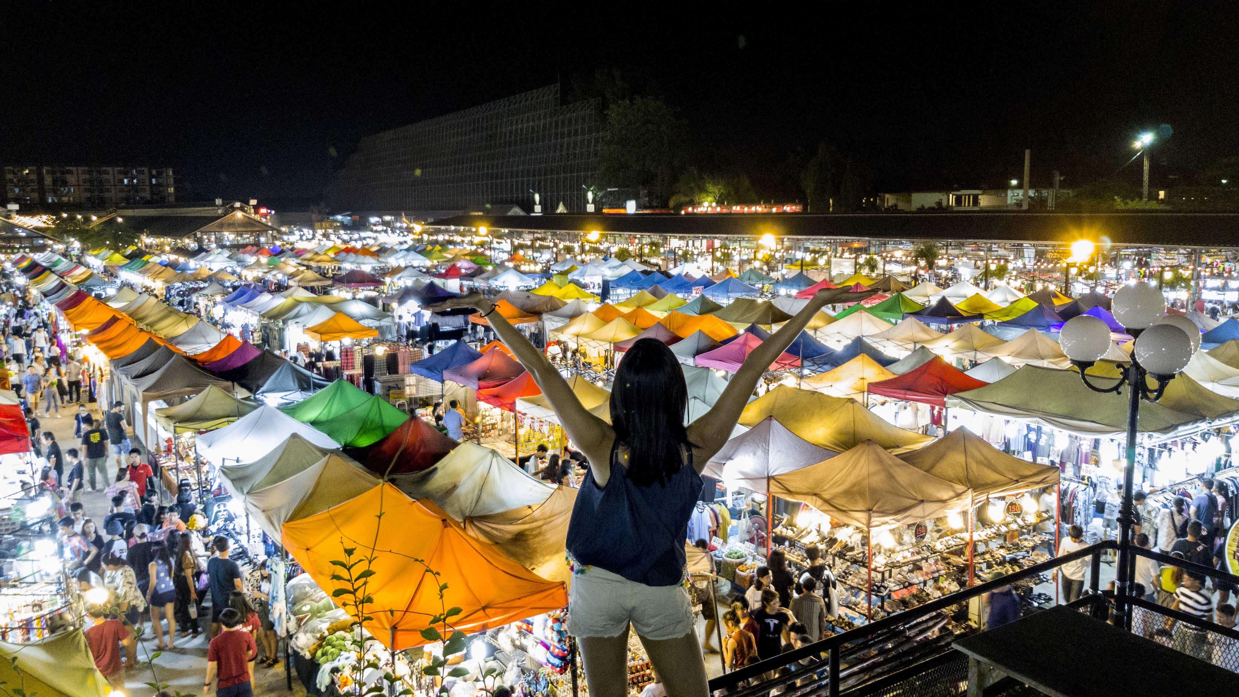 Talad Rod Fai Weekend Night market