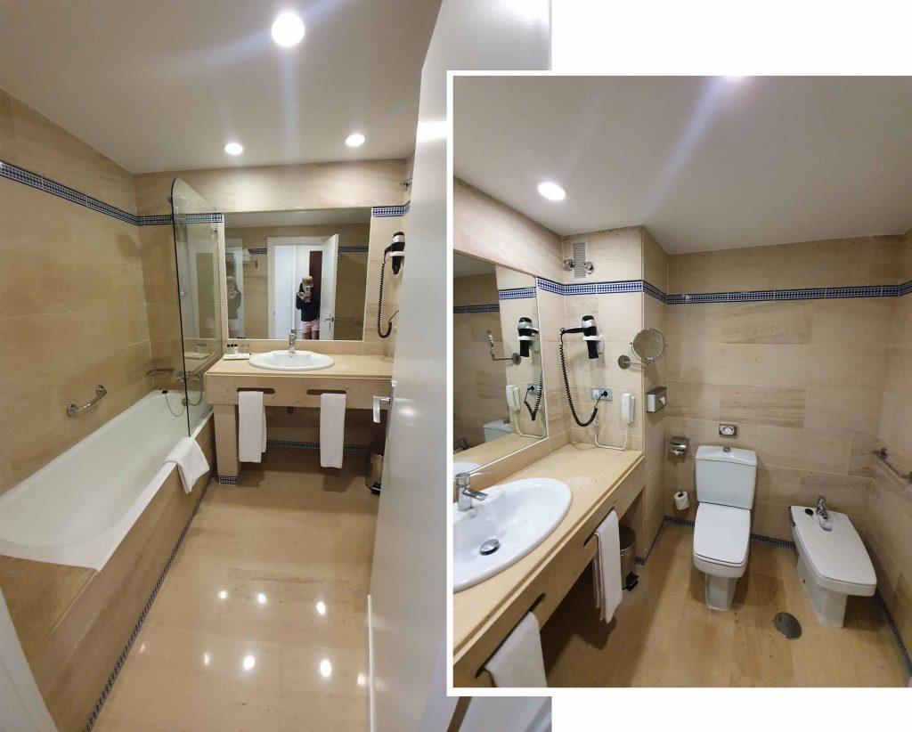 Ensuite toilet at Hesperia Córdoba
